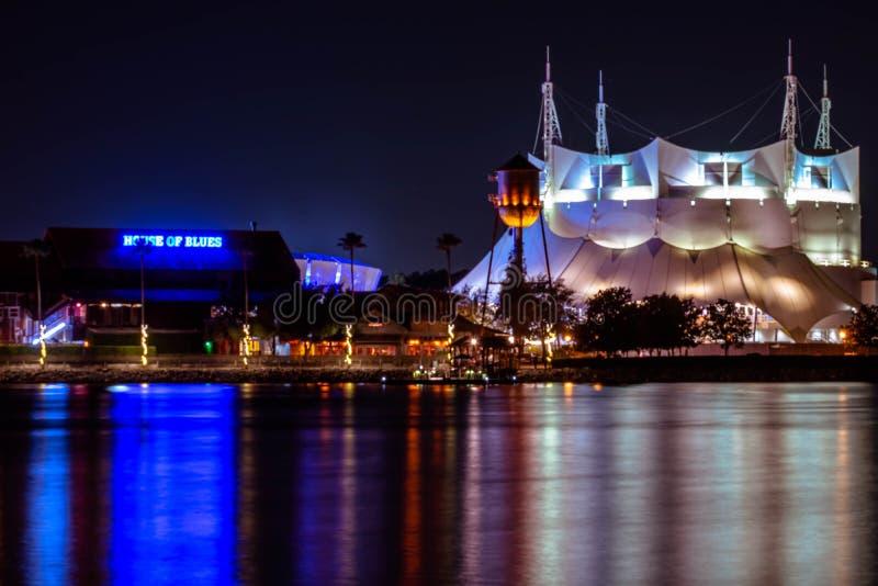 Huis van Blauwen en Cirque du Soleil in het Bodenmeer stock afbeeldingen