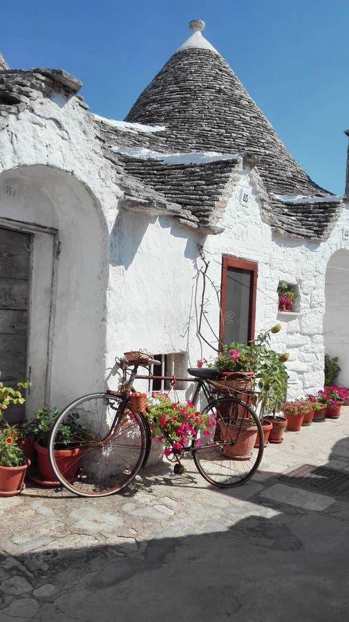 Huis van de Trullo het typische boer van Puglia - Italië royalty-vrije stock afbeeldingen