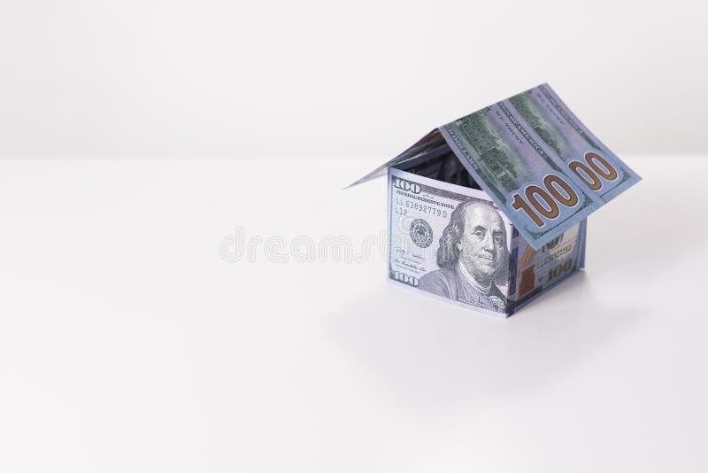 Huis van 100 Dollarsbankbiljetten dat wordt gemaakt royalty-vrije stock fotografie