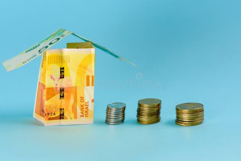 Huis van het geld van Israël over blauwe achtergrond wordt gemaakt die royalty-vrije stock afbeeldingen