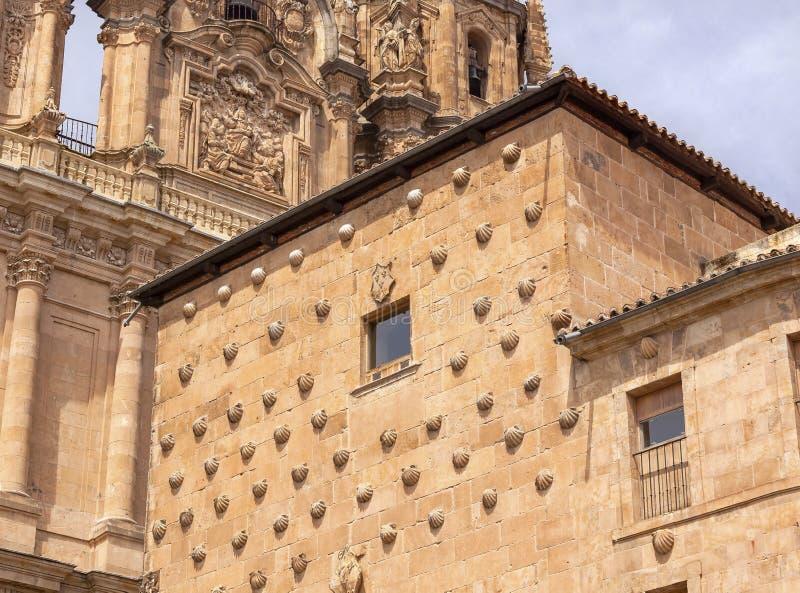 Huis van Kammosselshells CSalamanca Castilla stock foto's