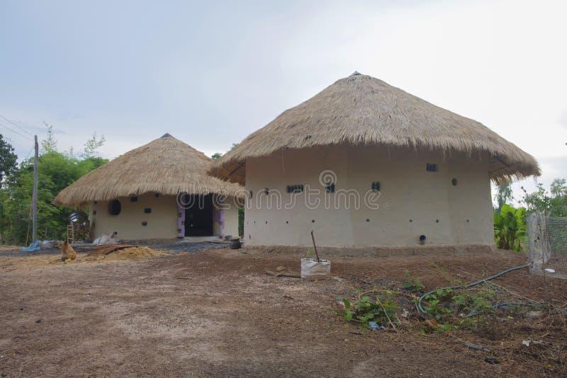 Huis van klei stock afbeelding