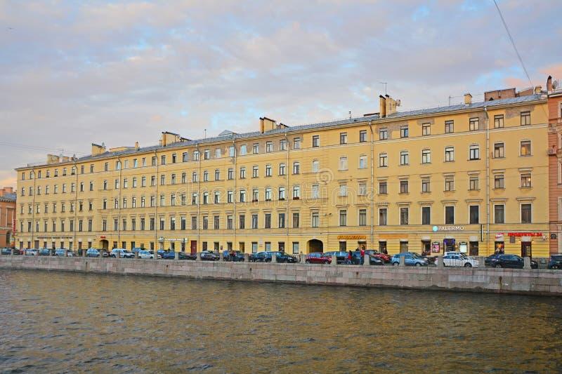 Huis van personeel van het Museum van de Stad op Fontanka-Rivierdijk in Heilige Petersburg, Rusland royalty-vrije stock afbeelding