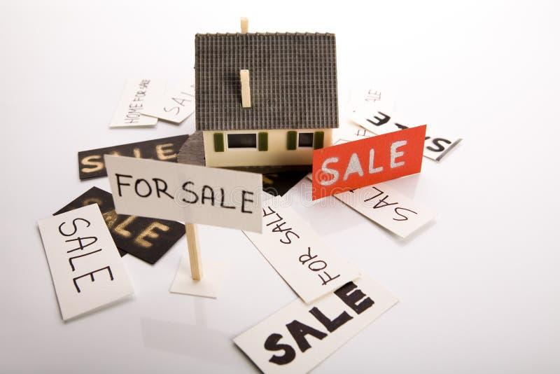 Huis voor verkoop stock foto afbeelding bestaande uit for Huizenverkoop site