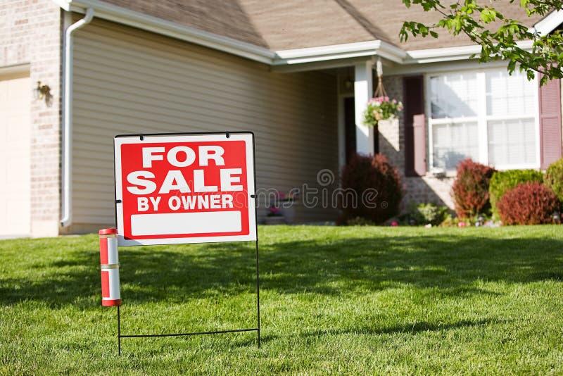Huis: Voor Verkoop door Eigenaar stock foto's