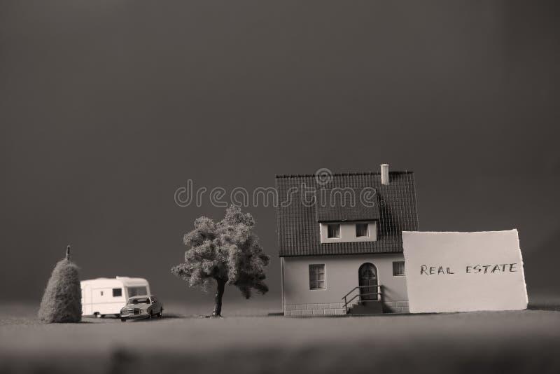 Huis voor verkoopadvertentie, miniatuur royalty-vrije stock foto's