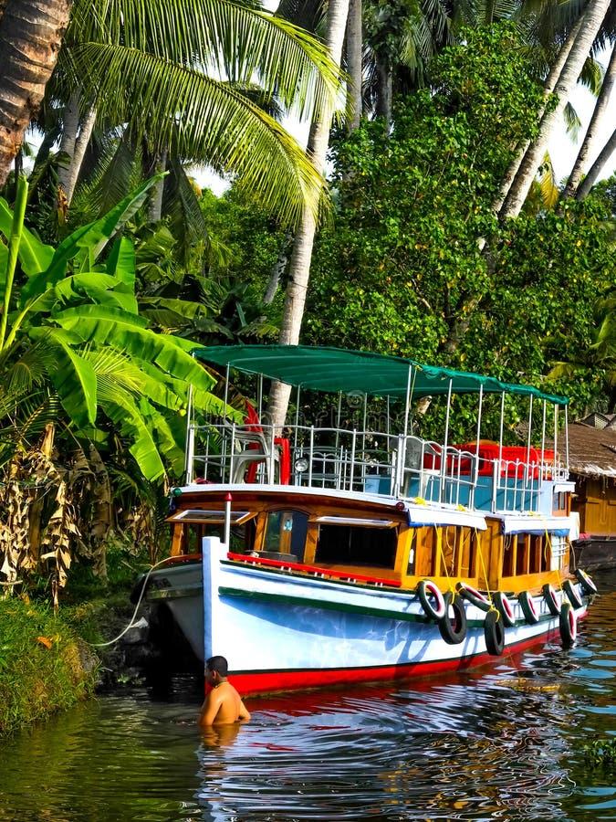 Huisboot in achterwater, Alleppey, Kerala, India stock foto's