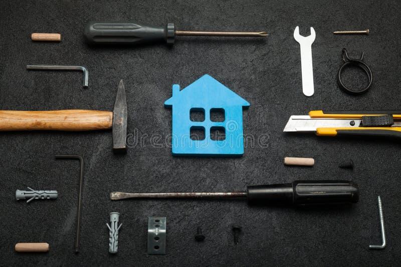 Huisbouw, het concept van huishulpmiddelen stock fotografie