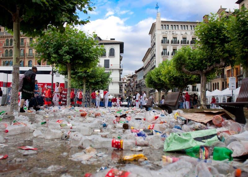 Huishoudelijk afval bij het festival van San Fermin stock foto's