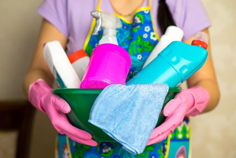 Huishoudenchemische producten De middelen om het huis schoon te maken royalty-vrije stock afbeeldingen