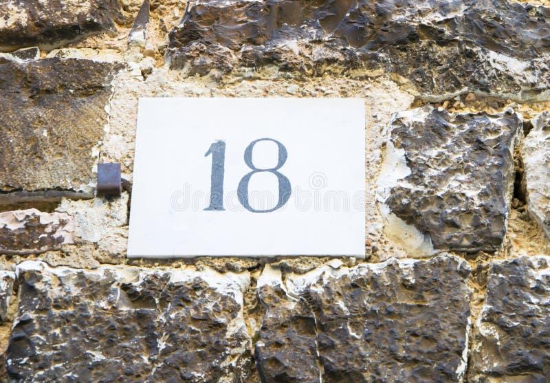 Huisnummer 18 teken stock foto's