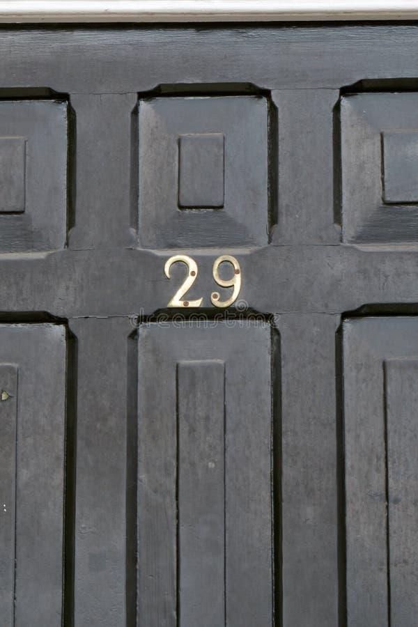 Huisnummer 29 teken op deur stock afbeeldingen