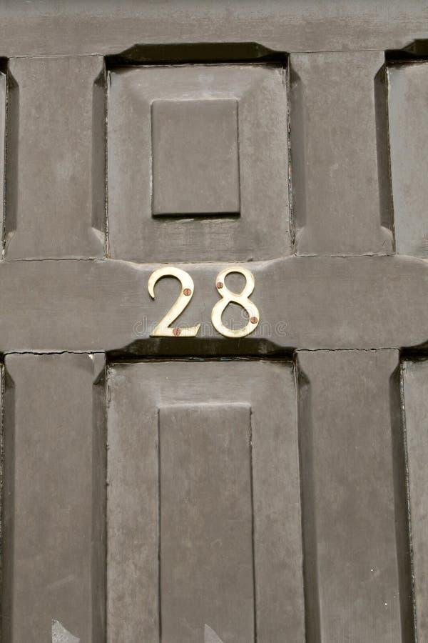 Huisnummer 28 teken op deur royalty-vrije stock afbeeldingen