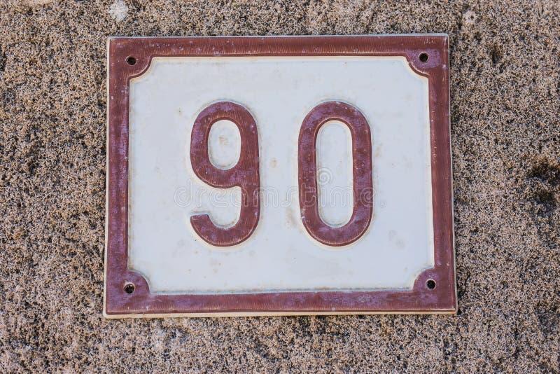 Huisnummerplaat met nummer negentig close-up 90 royalty-vrije stock fotografie