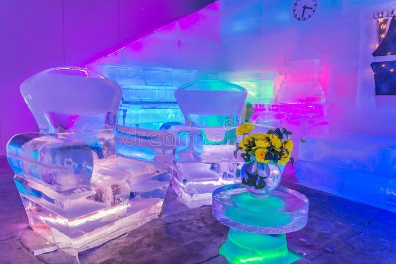 Huisontwerp en ruimtedecor met gemaakt meubilair van ijs stock foto's
