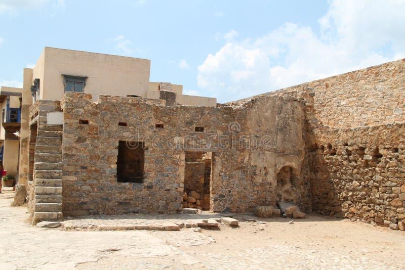 Huisruïnes, Spinalonga-de Vesting van de Lepralijderkolonie, Elounda, Kreta stock afbeeldingen