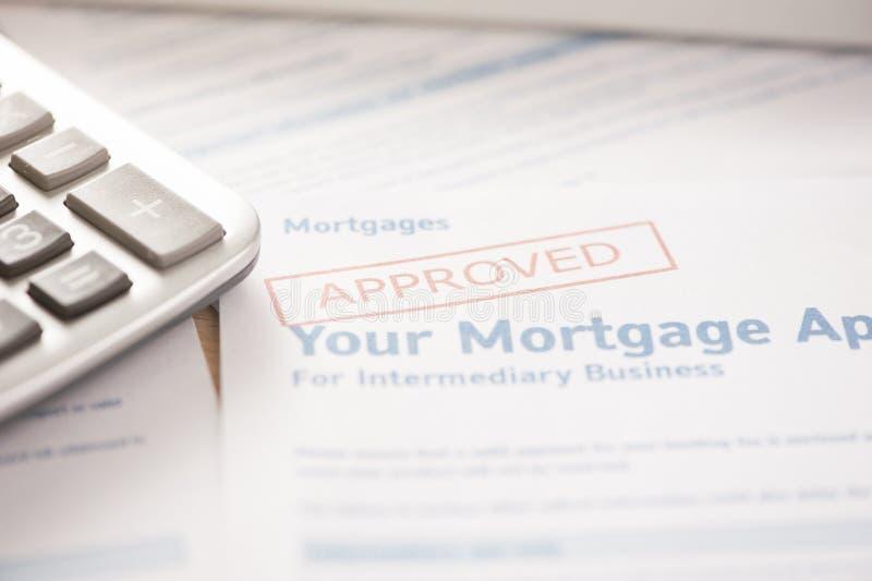 Huissleutel met de toepassing van de hypotheeklening stock foto