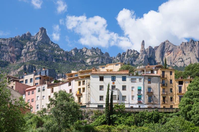 Huisvest dichtbij de bergen van Montserrat, Spanje royalty-vrije stock afbeelding