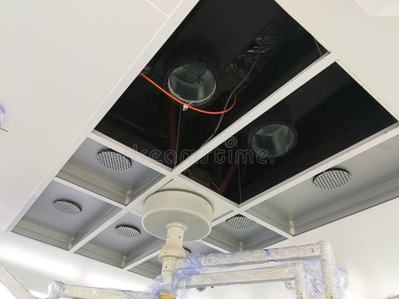 Huisvesting en HEPA-filterinstallatie en in Cleanoom stock foto