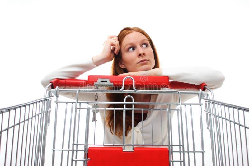 Huisvrouw die het Winkelen kiest royalty-vrije stock foto's