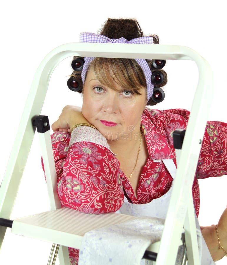 Huisvrouw met Ladder royalty-vrije stock fotografie