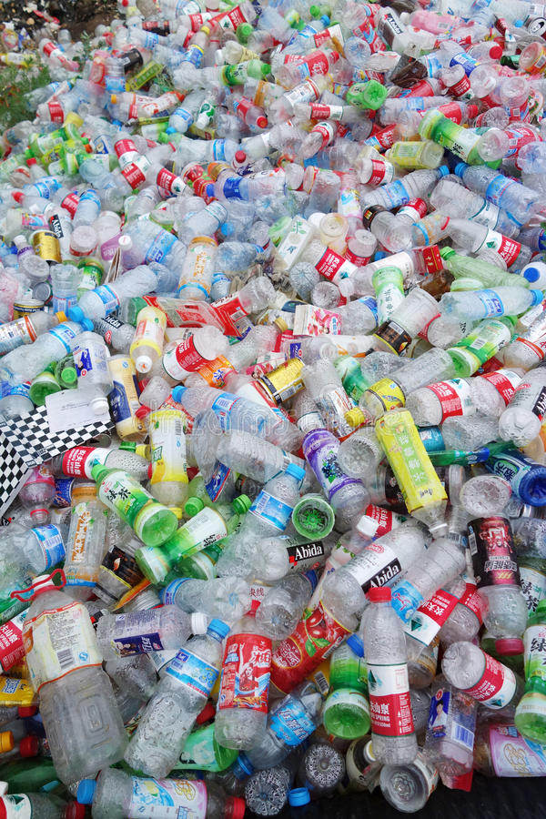 Huisvuil plastic flessen