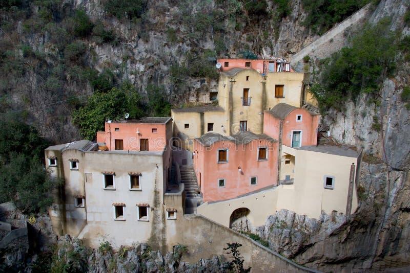 Huizen bij de Italiaanse kust royalty-vrije stock foto's