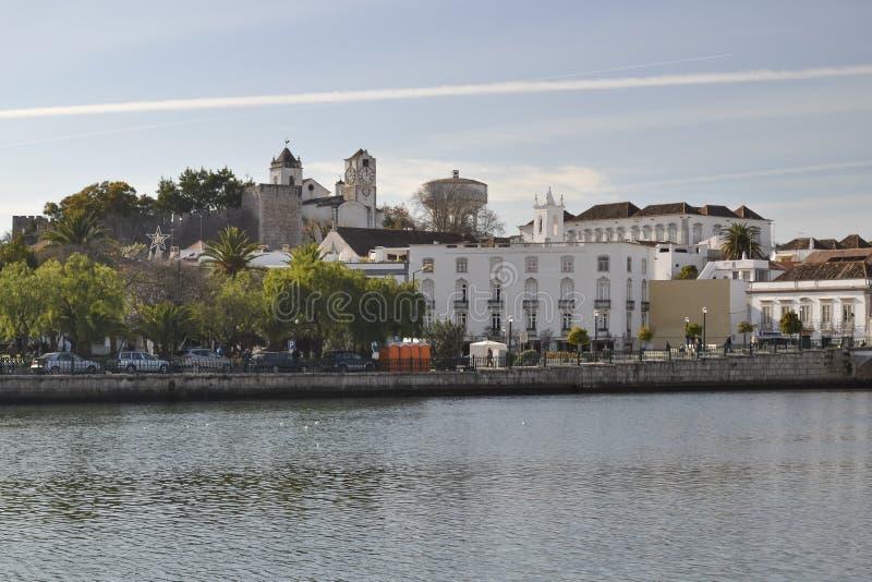 Huizen bij de kust van de rivier royalty-vrije stock afbeeldingen