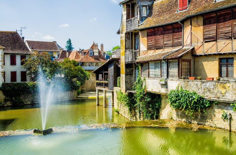 Huizen in de Franse stad van Salies DE Bearn stock foto