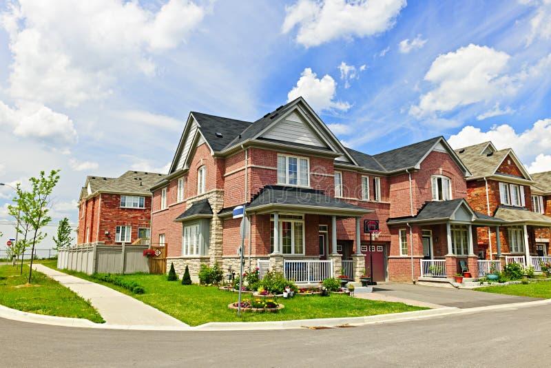 Huizen in de voorsteden stock afbeelding