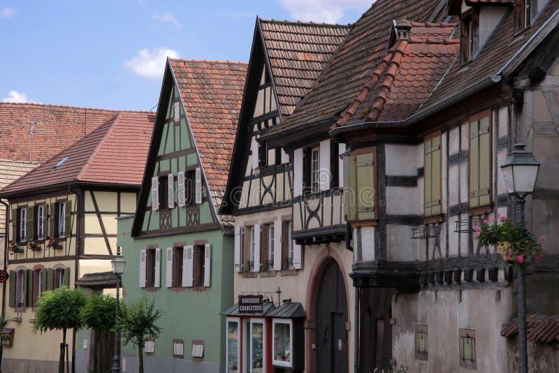 Huizen in het dorpscentrum stock foto's