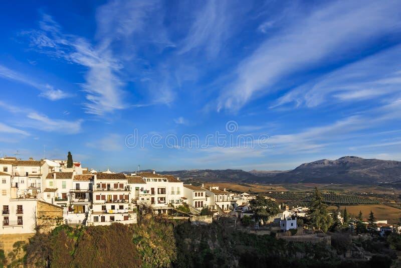 Huizen langs de kloof van Gr Taag over bij La Ciudad, zuidenkant van Ronda royalty-vrije stock foto's