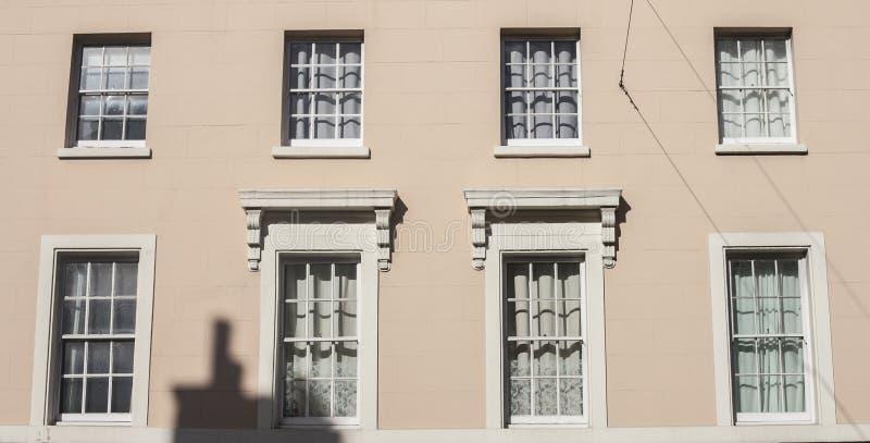 Huizen in Londen, zonnige dag royalty-vrije stock afbeelding