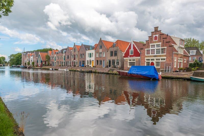 huizen naast rivier, Edam, Nederland royalty-vrije stock foto