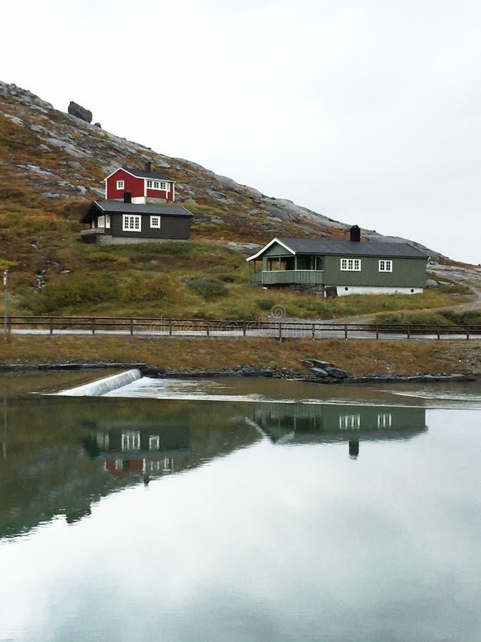 Huizen in Noorwegen stock fotografie