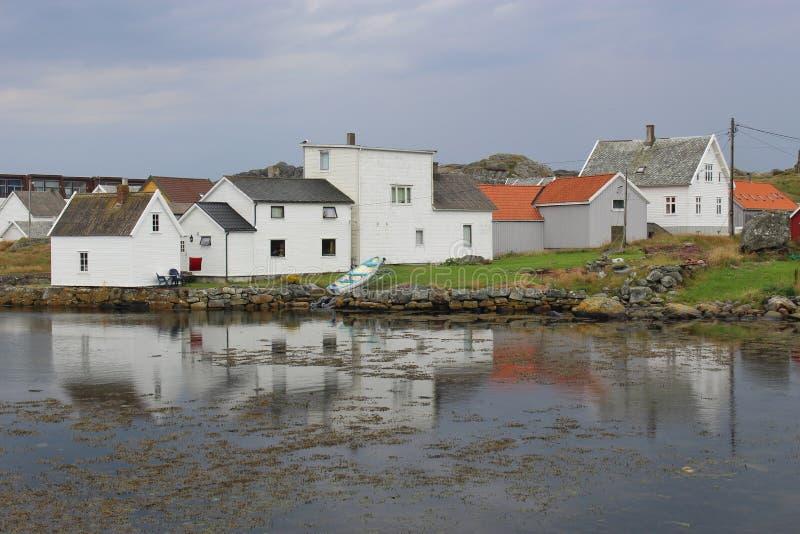 Huizen op het eiland Utsira, Noorwegen stock foto