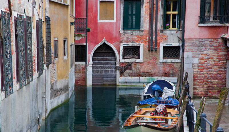 Huizen op het kanaal stock foto's