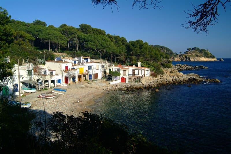 Huizen op mediterrane costline stock foto's