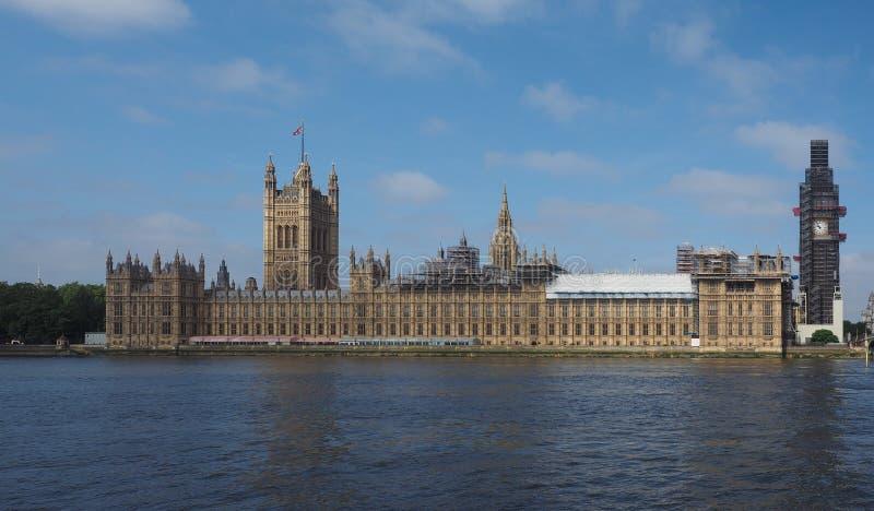 Huizen van het Parlement de behoudswerken in Londen stock foto's