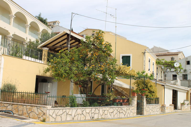 Huizen van Kassiopi, Griekenland stock foto