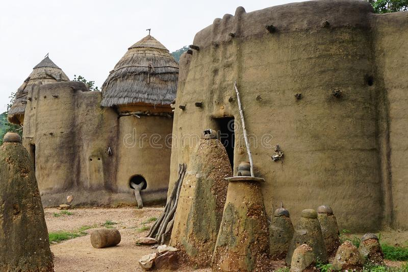 Huizen van tamberma in Togo - Unesco-werelderfenis stock afbeelding