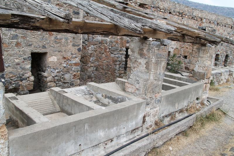 Huizenruïnes, Spinalonga-de Vesting van de Lepralijderkolonie, Elounda, Kreta royalty-vrije stock afbeeldingen