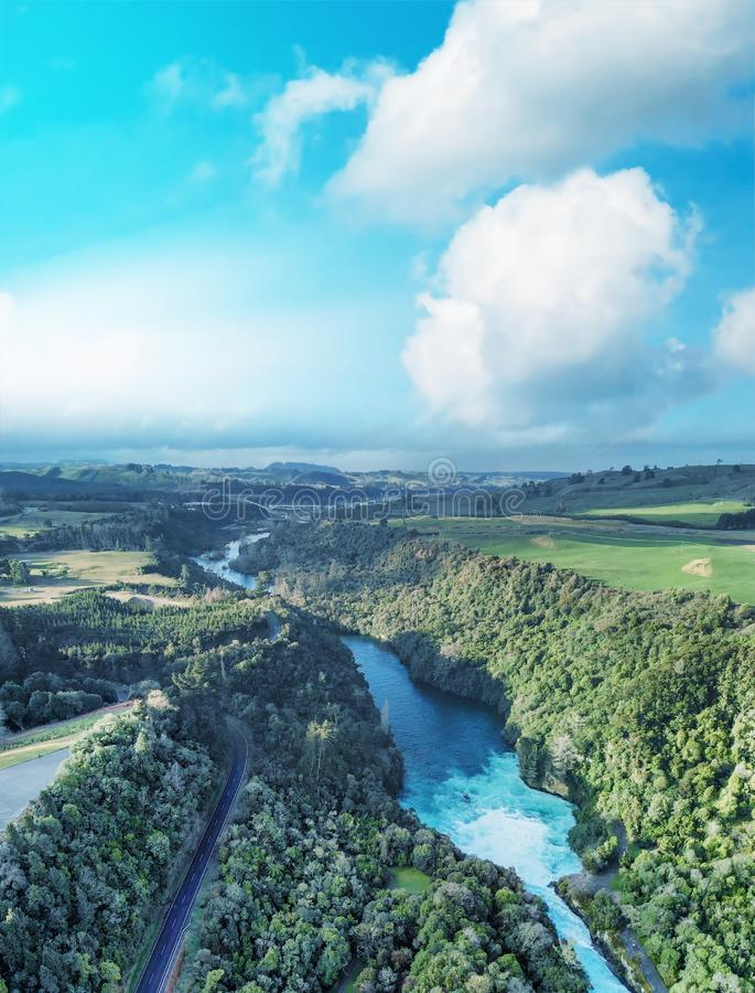 Huka鸟瞰图下跌在日落,陶波,新西兰 免版税库存图片