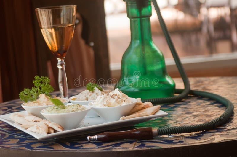 Huka u. arabische Nahrung stockfotografie