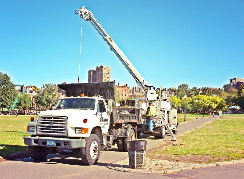 Huku żurawia ciężarówki budowa obrazy stock