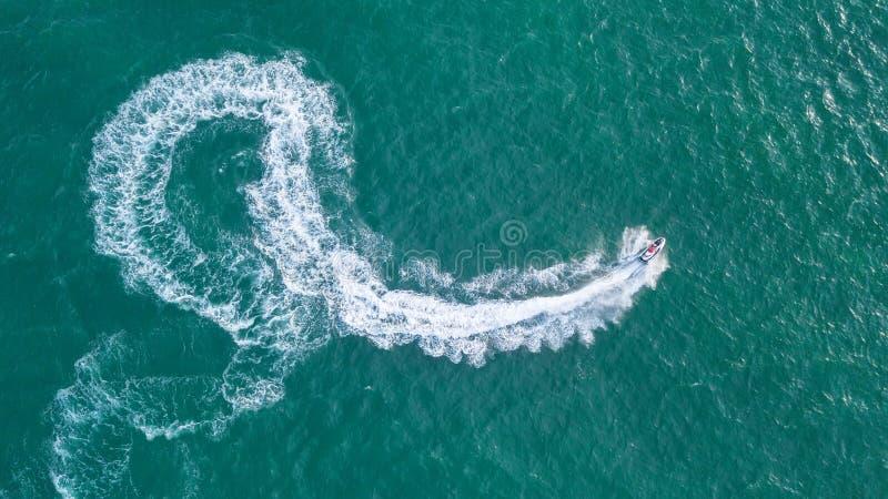 Hulajnoga na wodnej powierzchni zdjęcie royalty free