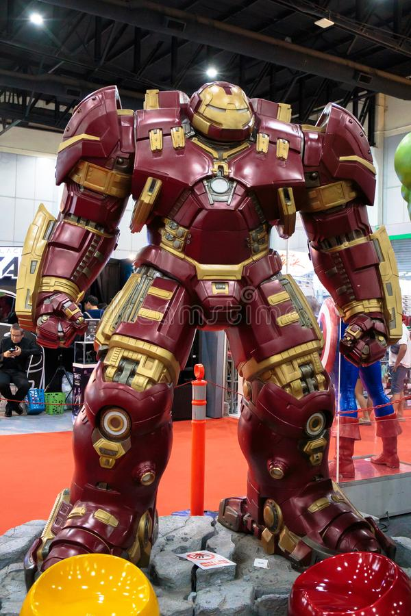 HulkBuster或废船钉头切断机,惊奇特级英雄代表在曼谷,泰国宣传电影 库存图片