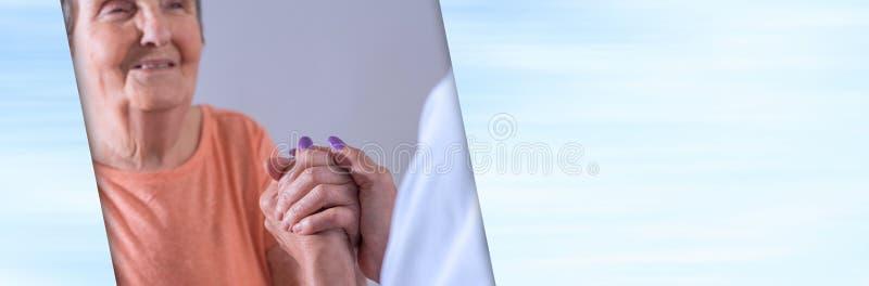 Hulp aan bejaarden; panoramische banner royalty-vrije stock afbeelding