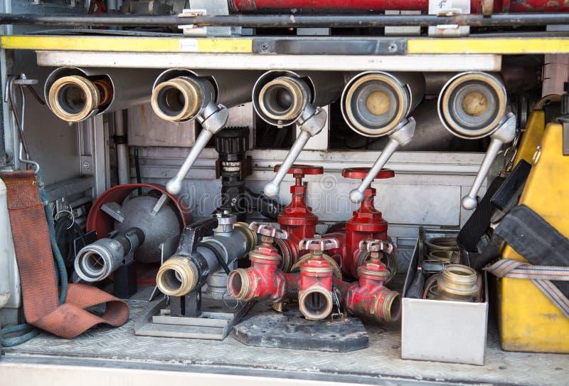 Download Hulpmiddelen Van Brandbestrijders Aan Brand Weg Stock Foto - Afbeelding bestaande uit boor, afdeling: 54077144
