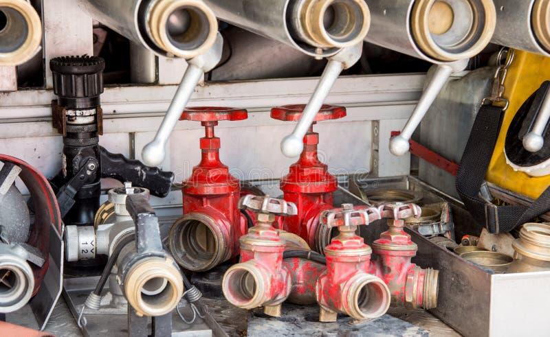 Download Hulpmiddelen Van Brandbestrijders Aan Brand Weg Stock Afbeelding - Afbeelding bestaande uit brandbestrijdings, noodsituatie: 54077201